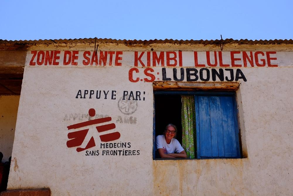 Un operatrice umanitaria di MSF nel centro sanitario di Lubonja nel Sud Kivu