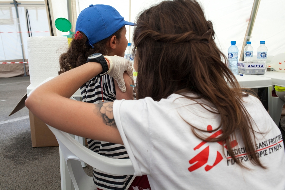 Una campagna di vaccinazione per i bambini nel campo di EKO, a Polikastro