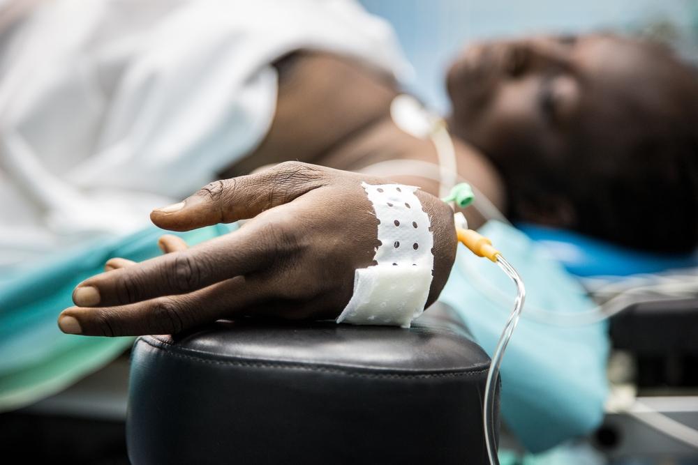 Una donna di 40 anni viene sottoposta a un intervento chirurgico d'emergenza a Maroua