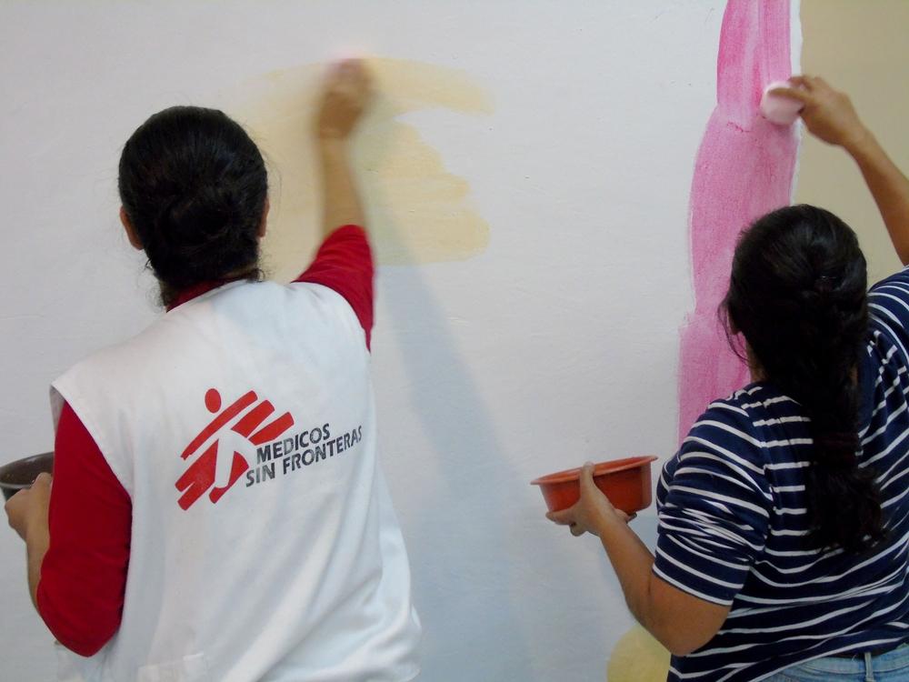 I team di salute mentale di MSF organizzano sessioni individuali e laboratori di gruppo per aiutare le vittime di violenza