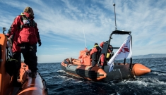 assistance at sea to refugee boats in distress