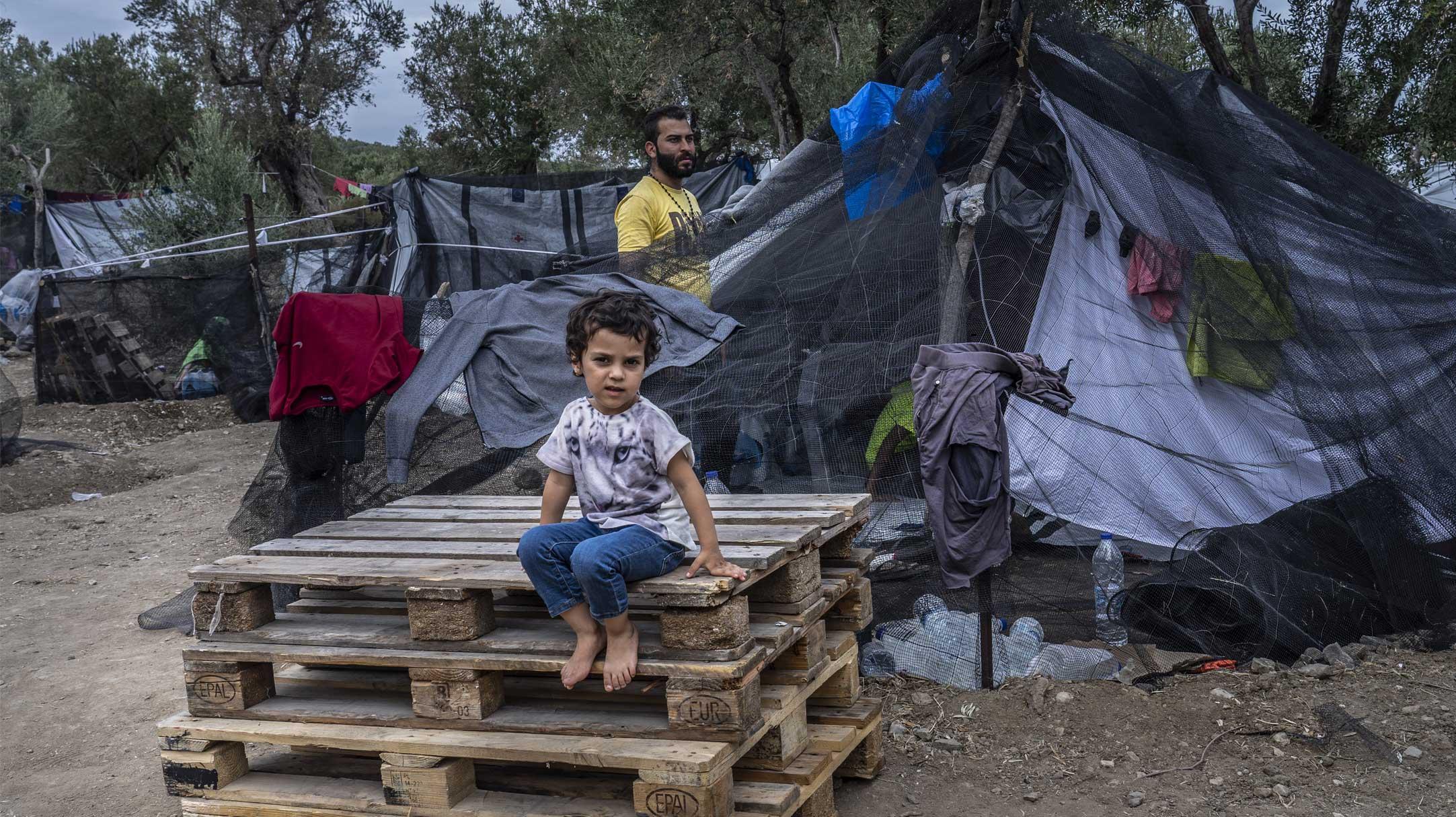 Migranti intrappolati in rifugi di fortuna a Moria, Grecia