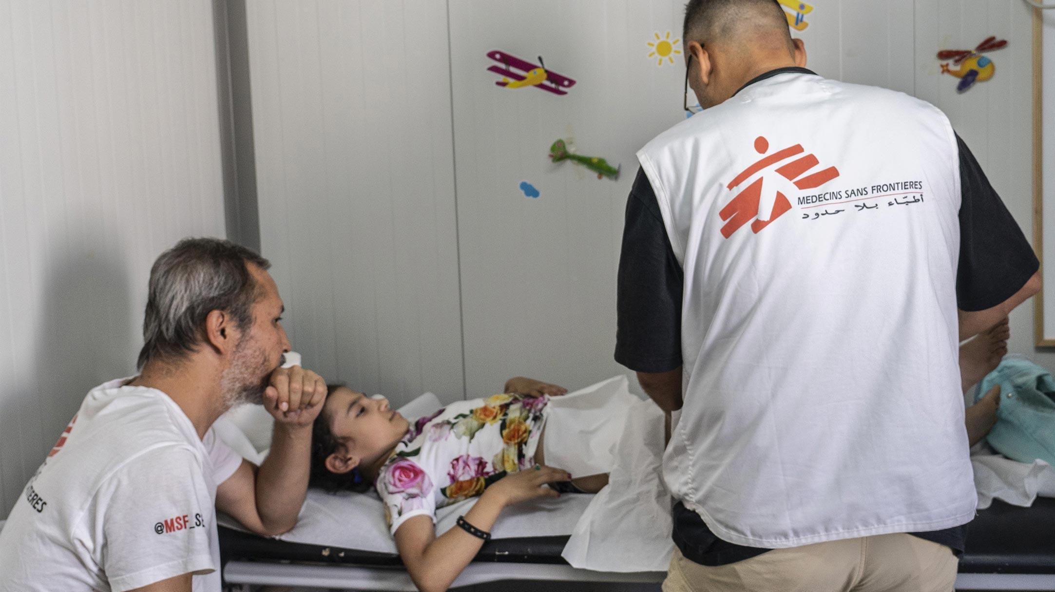 Staff medico MSF nella clinica pediatrica allestita nel campo di Moria, in Grecia