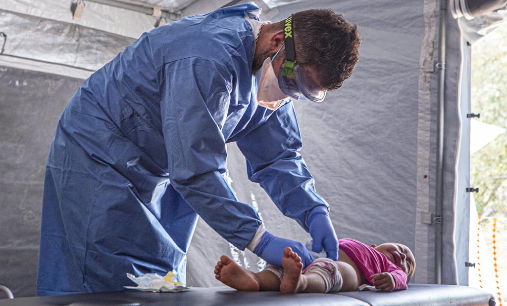 Operatore medico di Medici Senza Frontiere a Moria