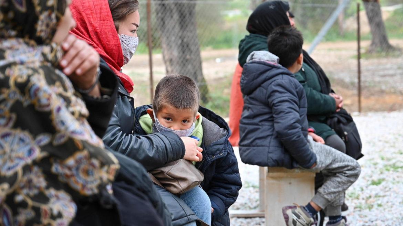 Donne e bambini nel campo di Moria