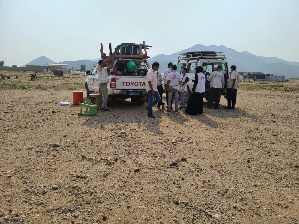 Fuoristrada di MSF nel campo di Khudish