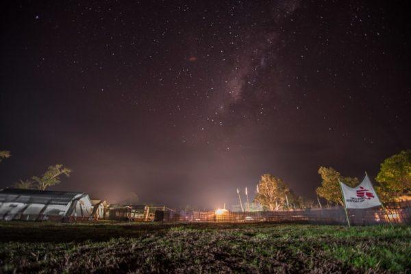 Notte stellata su un centro di salute MSF